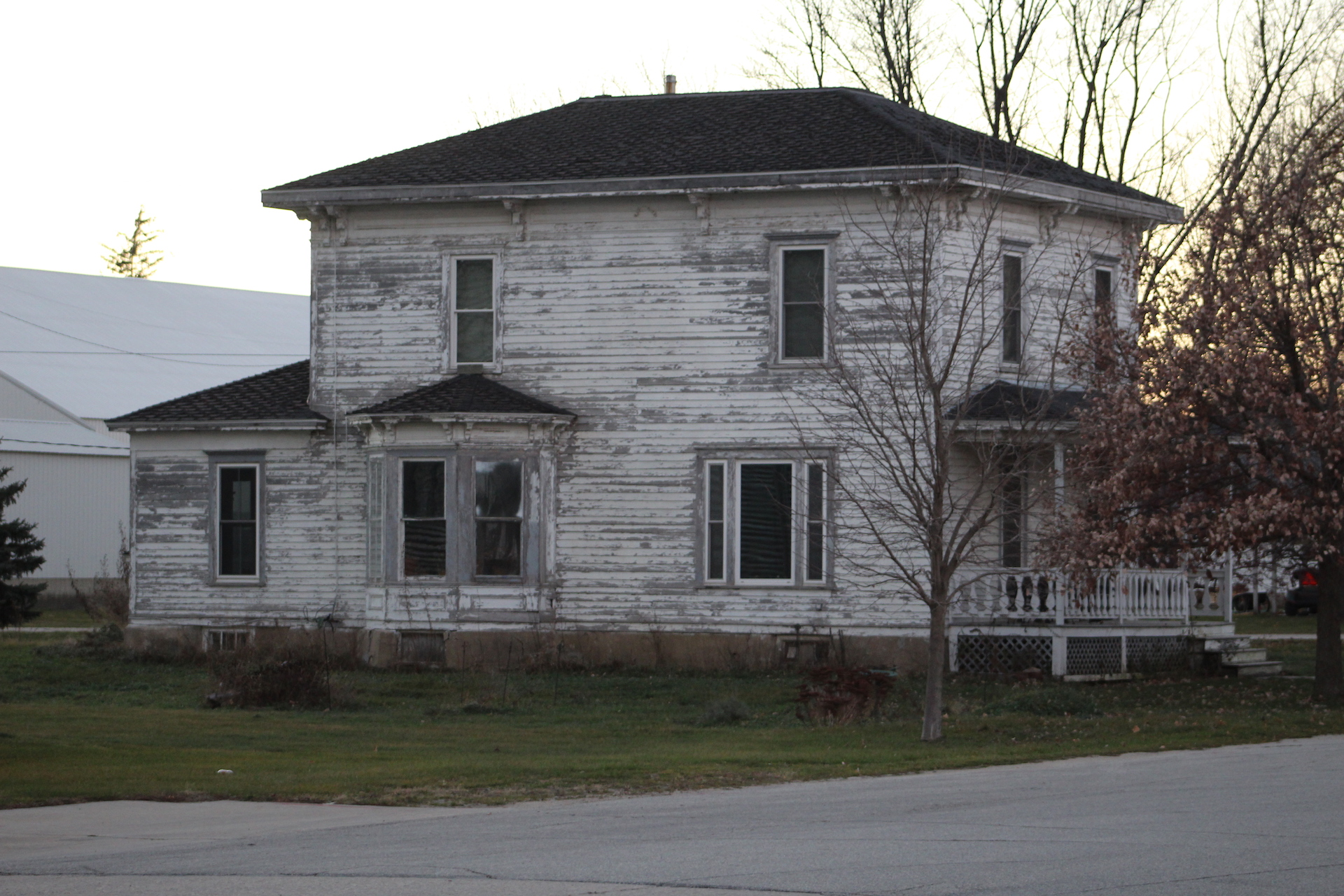 A beaten down house in Lime Springs, Iowa. Photo by Sabrina Johnkins.